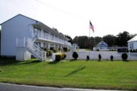 Long Acres Motel & Cottages
