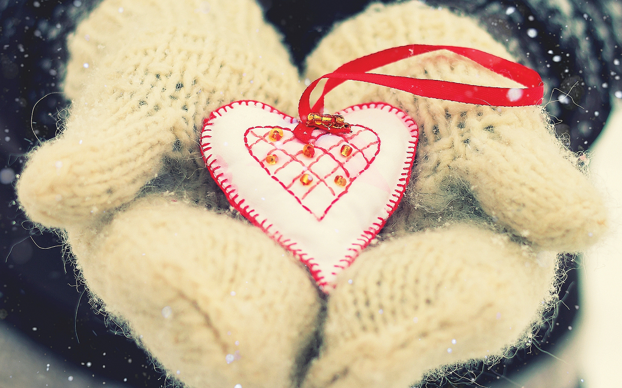 Give gLOVEs: NOEL Community seeks gloves, hats, socks and blankets to aid less fortunate during chilly winter months
