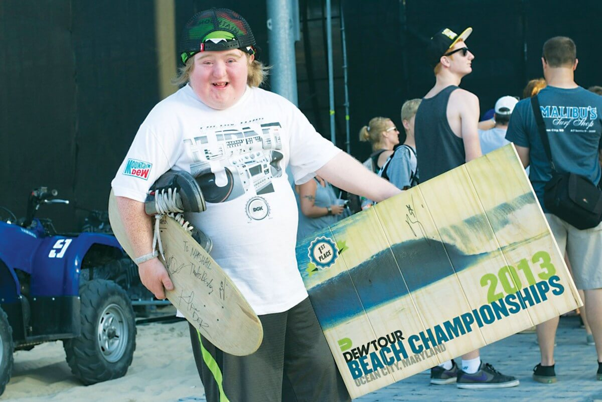 Dew Tour champion donates bowl trophy to enthusiastic fan