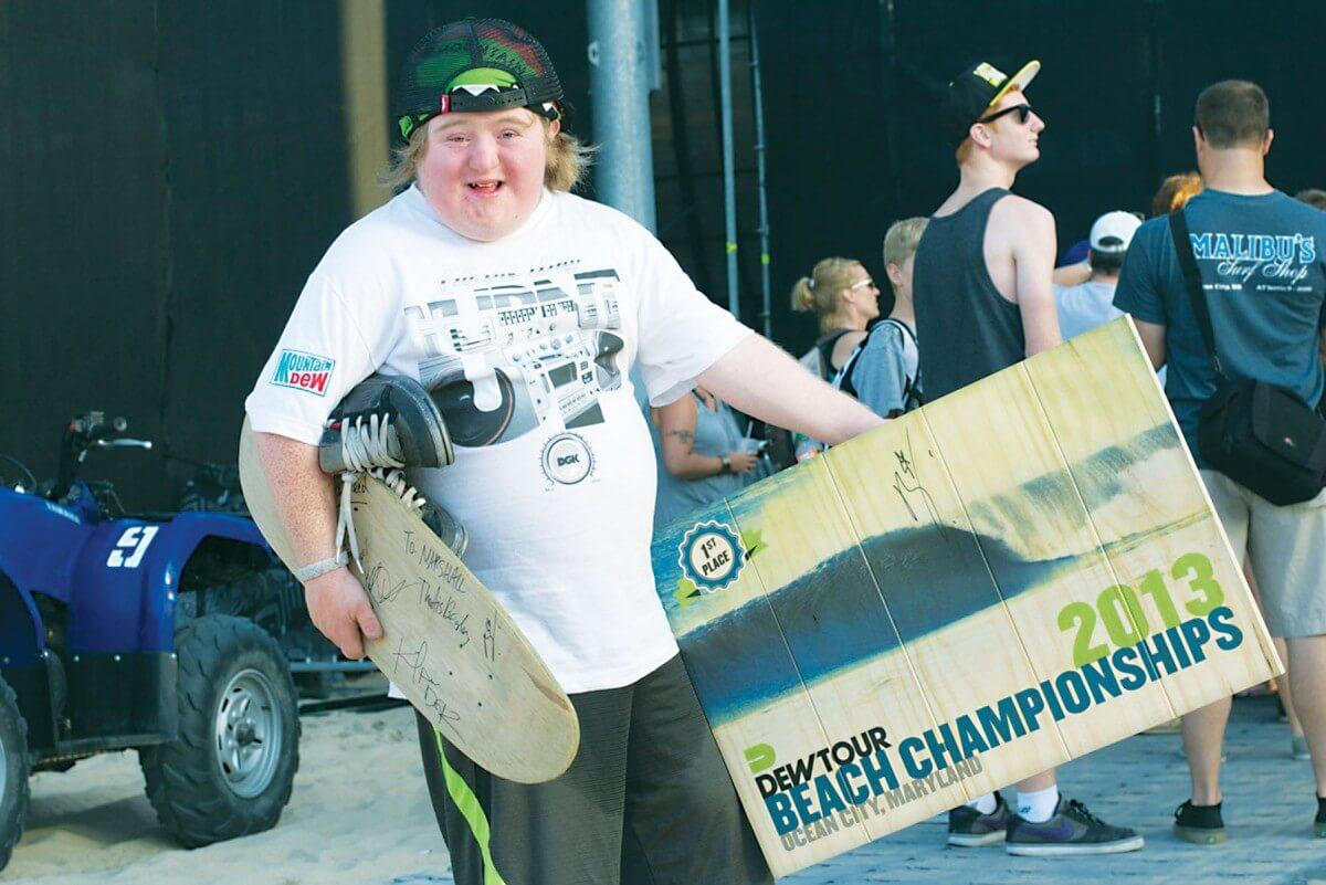 Dew Tour champion donates bowl trophy to enthusiastic fan