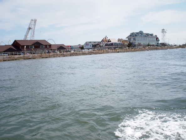 Wind power survey boat hits bottom at inlet