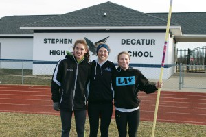 Three Decatur indoor track athletes headed to states