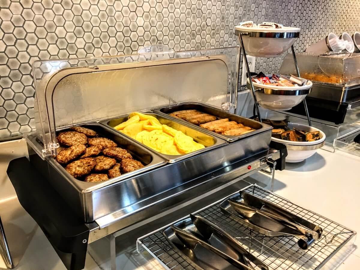 Gateway Hotel breakfast