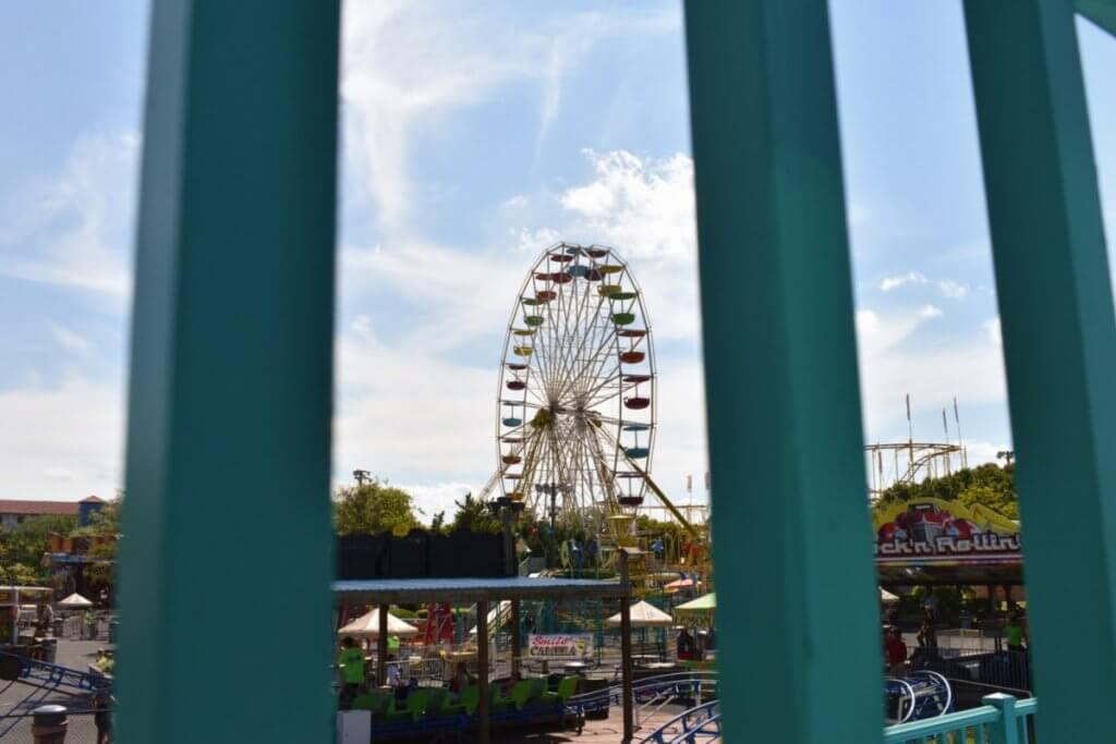 Jolly Roger ferris wheel